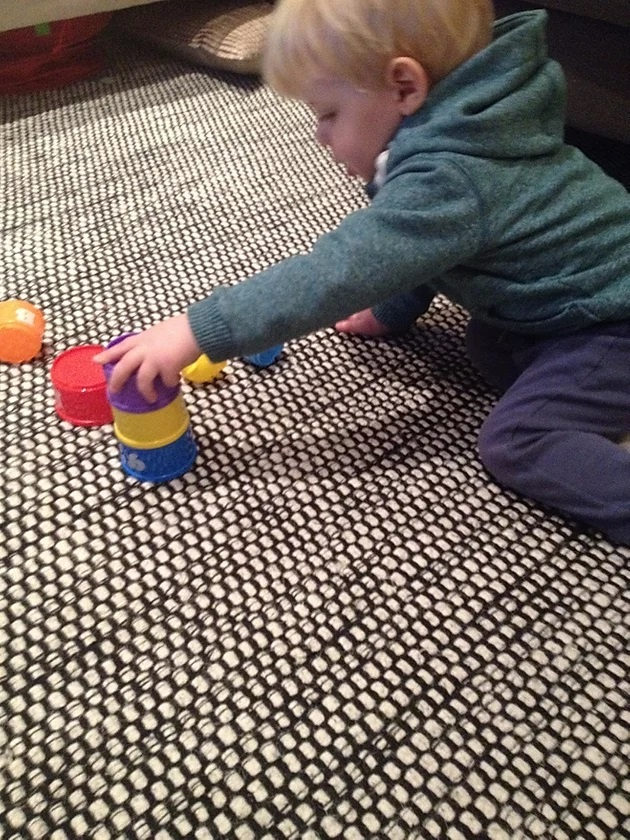 stacking cups, speech, language, simple toys, toys to help learning, speech therapy, learning to talk, speech therapist, hertfordshire, bedfordshire