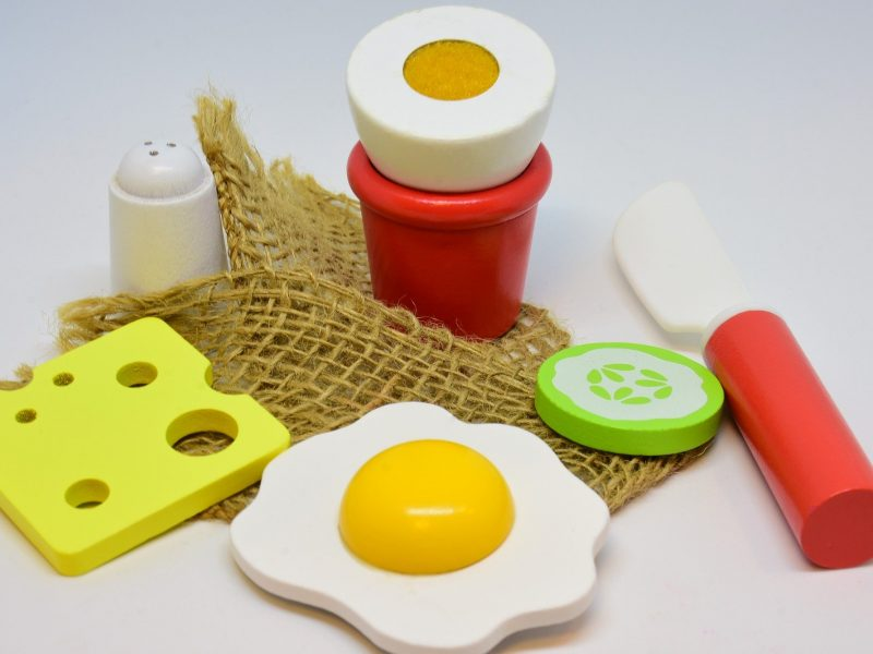toy food, back to basics, learning, play, speech therapy, speech therapist, hertfordshire, bedfordshire, help me to talk